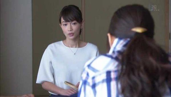 白ブラウスが似合う長谷川京子