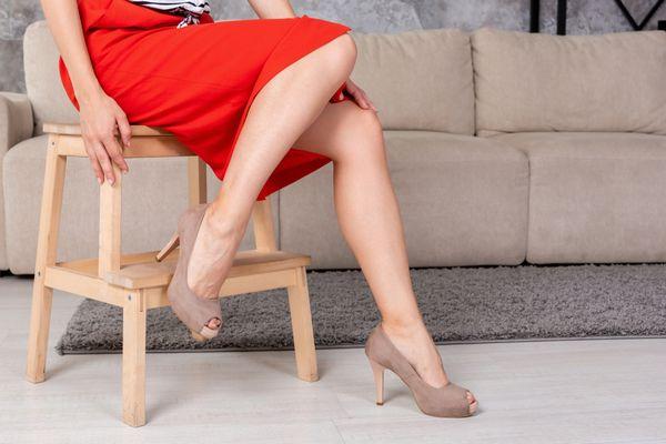 【スナックの服装】女盛りの30代はミモレ丈でしっとりとした色気狙い