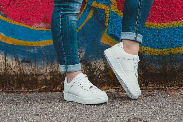 【スナック服装】Goodな靴とBADな靴、最初に靴を決めるのが正解コーデ