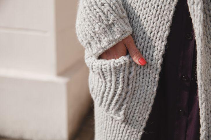 【スナック 服装】ニット素材を盛り込んだファッションを考える