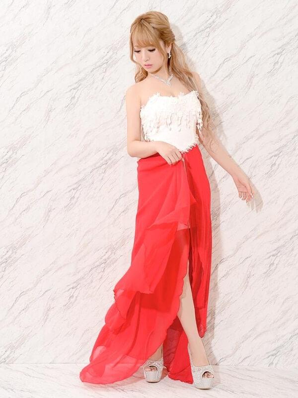 【スナック服装】前が短くて後ろが長いドレスの名前とオススメの1着